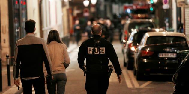 Attaque au couteau à Paris: le ministère de la Justice invite victimes et témoins à appeler ce numéro