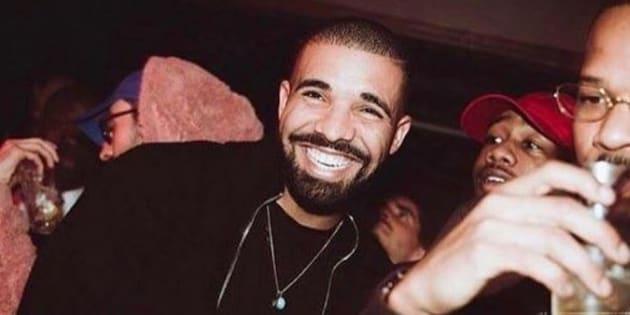Drake a porté un masque de Kanye West durant son concert à Copenhague le 7 mars.