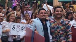VIDEO: El amor dio el 'sí' en un bazar en