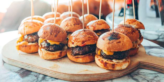 Como fazer hambúrguer caseiro digno de hamburgueria 'gourmet', segundo quem realmente entende do assunto