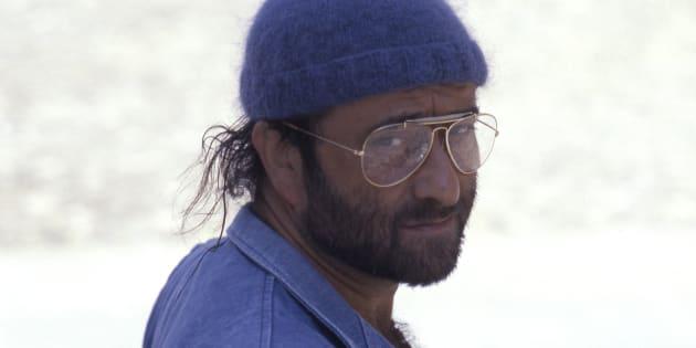 Italian singer, songwriter and musician Lucio Dalla posing with a beret on his head. 1985. (Photo by Mondadori Portfolio via Getty Images)