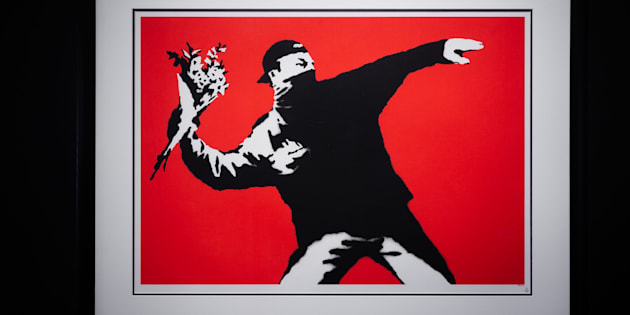 'Love is in the air', de Banksy (2003).
