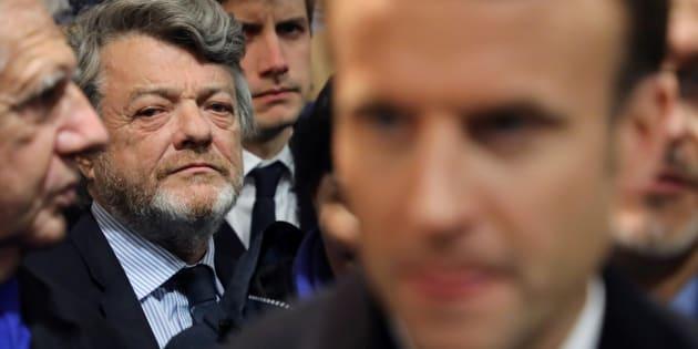 Banlieues: Jean-Louis Borloo remet un rapport très attendu mais il faudra attendre pour pouvoir le lire