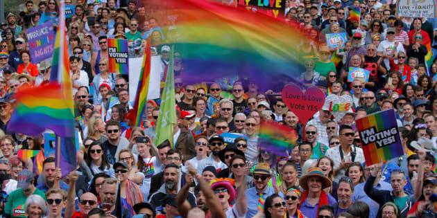 同性婚への賛成を呼びかける集会参加者たち=9月10日、オーストラリア・シドニー