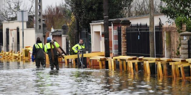 Les inondations ont particulièrement frappé la ville de Villeneuve-Saint-Georges dans le Val-de-Marne, où le président Emmanuel Macron est attendu ce mercredi.