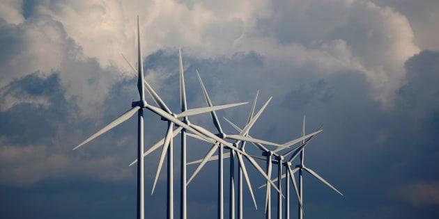 Le projet en question consiste à bâtir un parc de 48 à 57 éoliennes dans la région de la Côte-Nord au Québec.