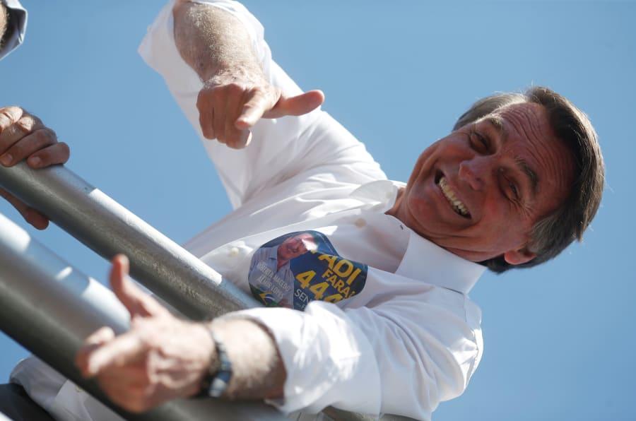 """""""A efetiva necessidade [de ter uma arma] está comprovada pelo estado de violência do Brasil. Estamos em guerra"""", disse Jair Bolsonaro."""