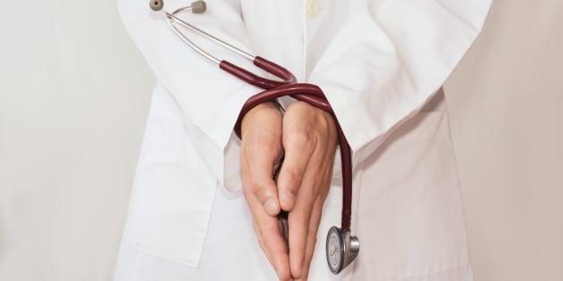 La santé publique ne peut pas accomplir son rôle d'une importance vitale avec une main attachée derrière le dos. Notre système de santé et la santé de notre population dépendent d'un système de santé publique solide.