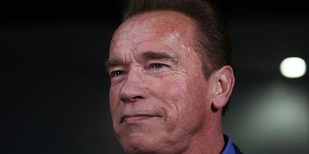 """Arnold Schwarzenegger """"stable"""" après une intervention cardiaque d'urgence."""
