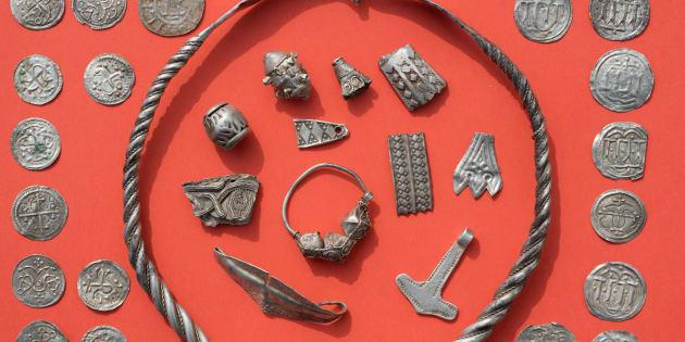 Luca Malaschnitschenko, un écolier 13 ans et René Schön, archéologue amateur ont mené cette chasse au trésor.