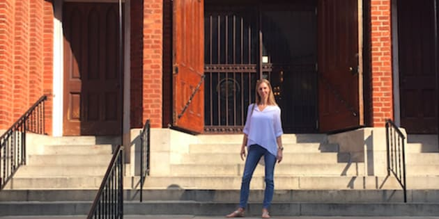 J'ai découvert Dieu dans le sous-sol d'une église, lors d'un programme en 12 étapes suivi à l'époque où mon premier mariage battait de l'aile, à cause de la dépendance à la drogue et à l'alcool de mon mari.