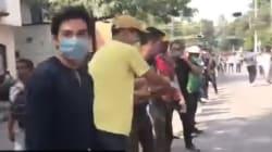 Il cuore grande del Messico: i volontari fanno una catena umana per aiutare i