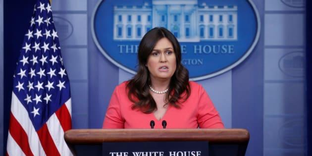 La secretaria de prensa de la Casa Blanca de los Estados Unidos, Sarah Huckabee Sanders, realiza la sesión informativa diaria en la Casa Blanca en Washington, D.C.