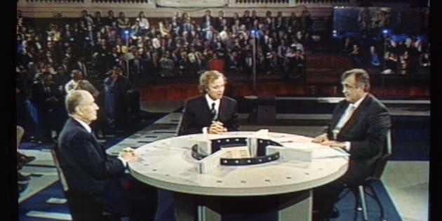 François Mitterrand face à Philippe Séguin à la Sorbonne en 1991.
