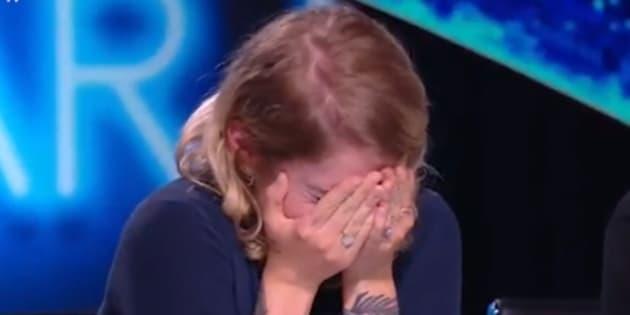 """Cœur de Pirate en pleurs devant un candidat de """"Nouvelle Star"""" sur M6."""