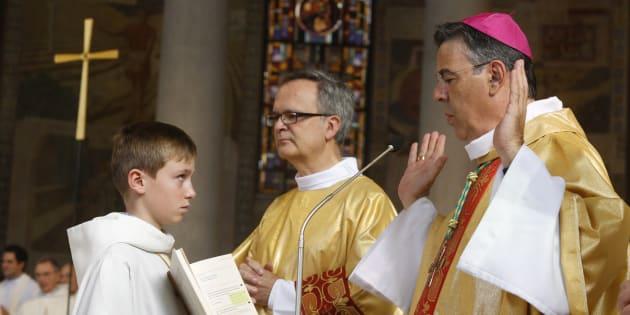 Michel Aupetit (à droite), ancien médecin nommé archevêque de Paris par le pape François