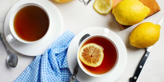 El té puede actuar como antibacteriano y reducir los niveles de bacterias que dan lugar a caries o problemas de encías.