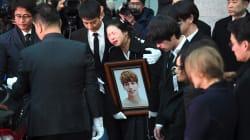 Les stars de la K-pop rendent un dernier hommage émouvant à Kim