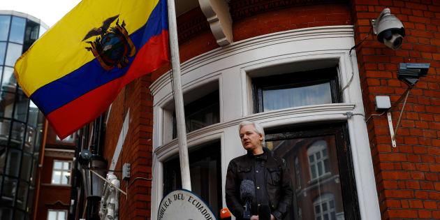 Julian Assange au balcon de l'ambassade d'Equateur à Londres le 19 mai 2017.