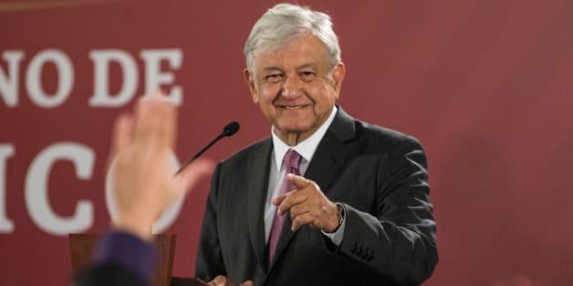 El presidente Andrés Manuel López Obrador señaló en la conferencia matutina de este martes que si la reducción de los sueldos de los altos funcionarios no les agrada a los servidores públicos, ellos tienen el derecho de manifestarse.