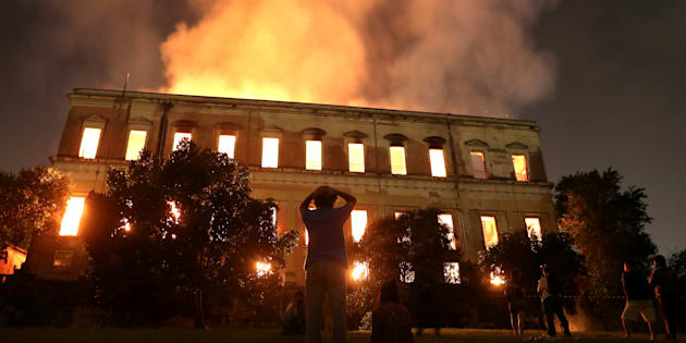 炎に包まれる国立博物館