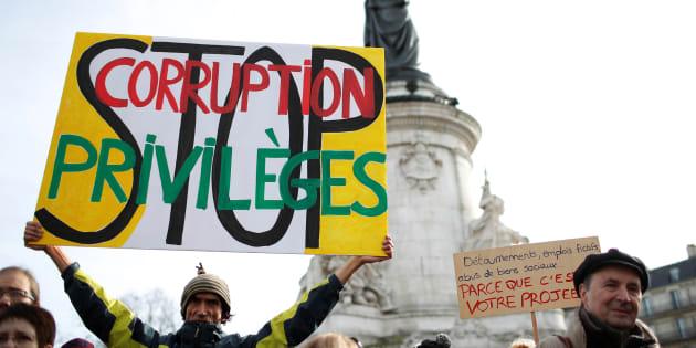 Manifestation contre la corruption des élus Place de la République à Paris, le 25 février 2017.