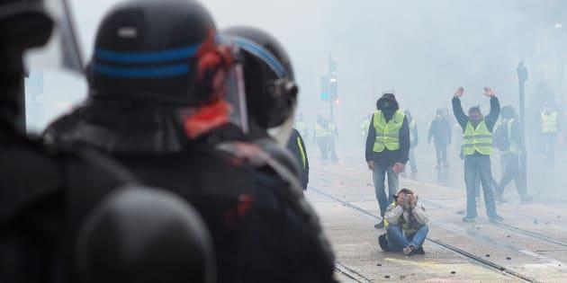 À Tours, la manifestation des gilets jaunes a été particulièrement violente.