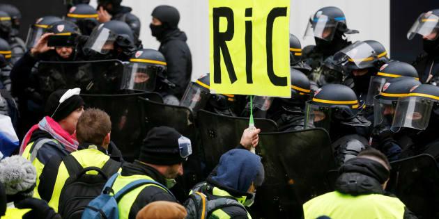 Le Ric est toujours une revendication des gilets jaunes, comme le montre cette photo prise dans la manifestation parisienne du 15 décembre.