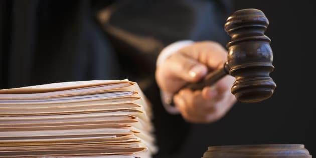 Le droit du plus fort et L'affaire Maillé devraient être des lectures obligatoires pour tous les juges et avocats de ce monde. Ne serait-ce que pour leur donner un peu mauvaise conscience.