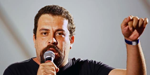 Guilherme Boulos foi apresentado como candidato oficial do PSOL à Presidência por aclamação durante convenção neste sábado (21), em São Paulo.