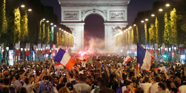 La Coupe du monde, ce moyen rêvé pour nous faire oublier que les politiques détruisent notre vivre-ensemble.