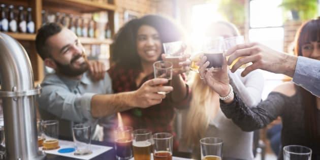 Así es como debes beber una cerveza para disfrutar al máximo de su sabor.