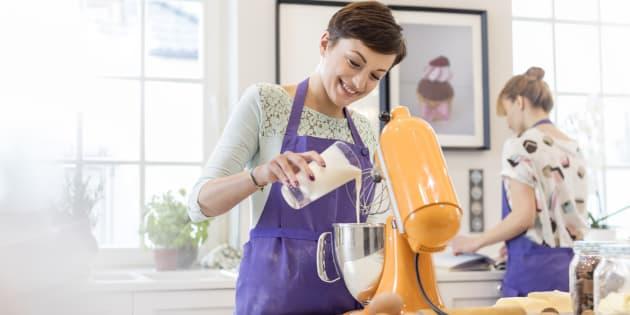 Les robots pâtissiers simplifient la conception de nombreuses recettes, mais difficile de savoir comment les choisir. Les finalistes du Meilleur Pâtissier 2018 nous aident à les comparer.
