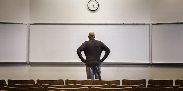 La perte d'autorité des administrations se traduit souvent par un abus d'autorité pour tout ce qui relève de la libre expression des professeurs, dont on décrète qu'elle est déloyale, blessante, offensante, vexatoire, irrespectueuse, etc.