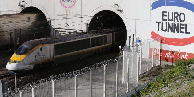 Photo d'illustration d'un train sortant du tunnel sous la Manche, où le trafic a dû être interrompu à cause d'une panne  électrique.