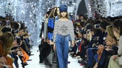 Le défilé Dior célèbre Niki de Saint Phalle dans une grotte en plein