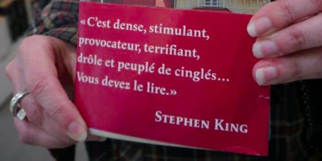 LaMédiathèque de La Madeleine échange les bandeaux des livres pour créer des coïncidences littéraires.