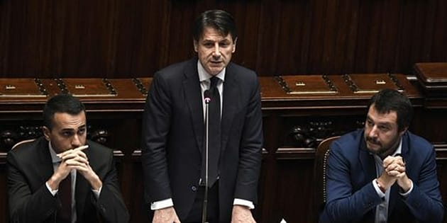 La botta è arrivata: Salvini ha ripreso a fumare, l