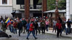 Simpatizantes de Maduro irrumpen en el Parlamento venezolano y hieren a cinco