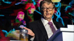 Bill Gates brandit un pot plein d'excréments pour appeler à la