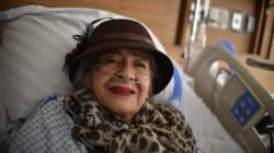 Ella es Adela, la mujer de 87 años que sobrevivió al sismo bajo