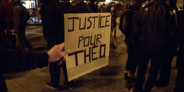 L'appel au calme de Théo nous rappelle ce qu'est la dignité humaine (et on en a bien besoin). AFP PHOTO / Martin BERTRAND