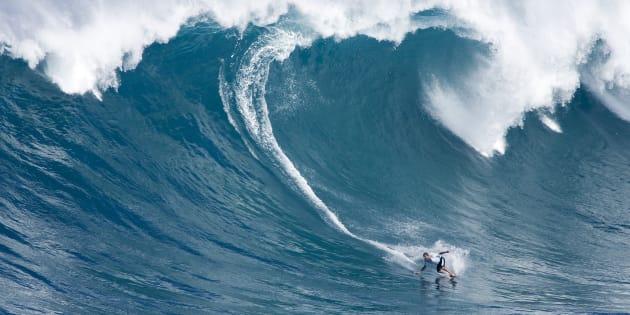 Une vague géante surfée à Hawaï (photo d'illustration)