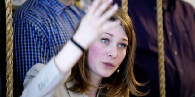 La présidente du Forum jeunesse du Bloc québécois, Camille Goyette-Gingras, lors d'une conférence de presse à Montréal le 18 avril 2018. LA PRESSE CANADIENNE/Mario Beauregard