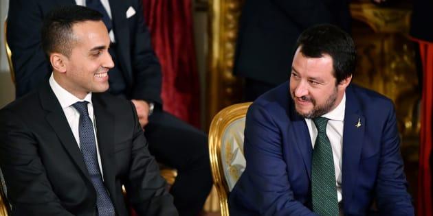 Lo scambio tra Matteo Salvini e Luigi Di Maio non risolve i problemi della manovra. Tria non si smuove ...