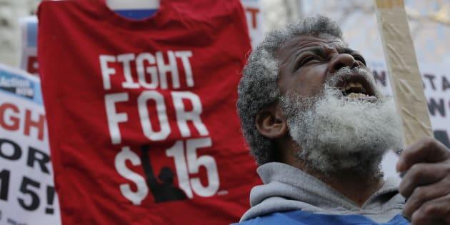 L'étude de Berkeley utilise uniquement le nombre d'emplois comme s'il s'agissait de la seule façon que les employeurs ont pour s'ajuster aux augmentations du salaire minimum.