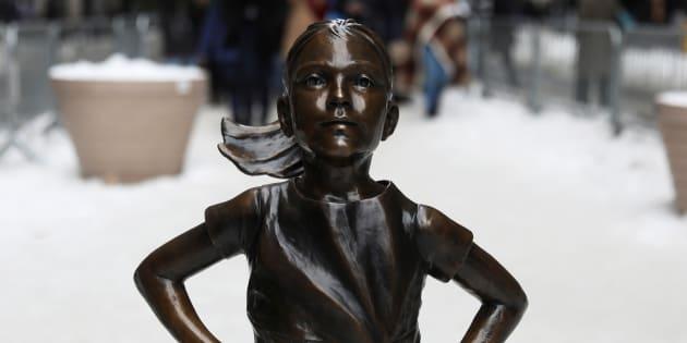 """""""Fearless Girl"""", la célèbre statue de fillette va déménager face à la Bourse de New York."""