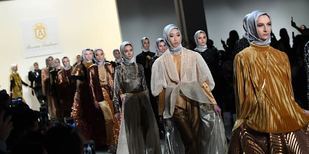 Models walk the runway for the Anniesa Hasibuan show during New York Fashion Week on February 14, 2017, in New York City.  / AFP / Angela Weiss        (Photo credit should read ANGELA WEISS/AFP/Getty Images)