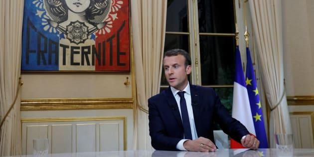 Emmanuel Macron dans son bureau à l'Elysée, avant la première grande interview télévisée de son quinquennat.
