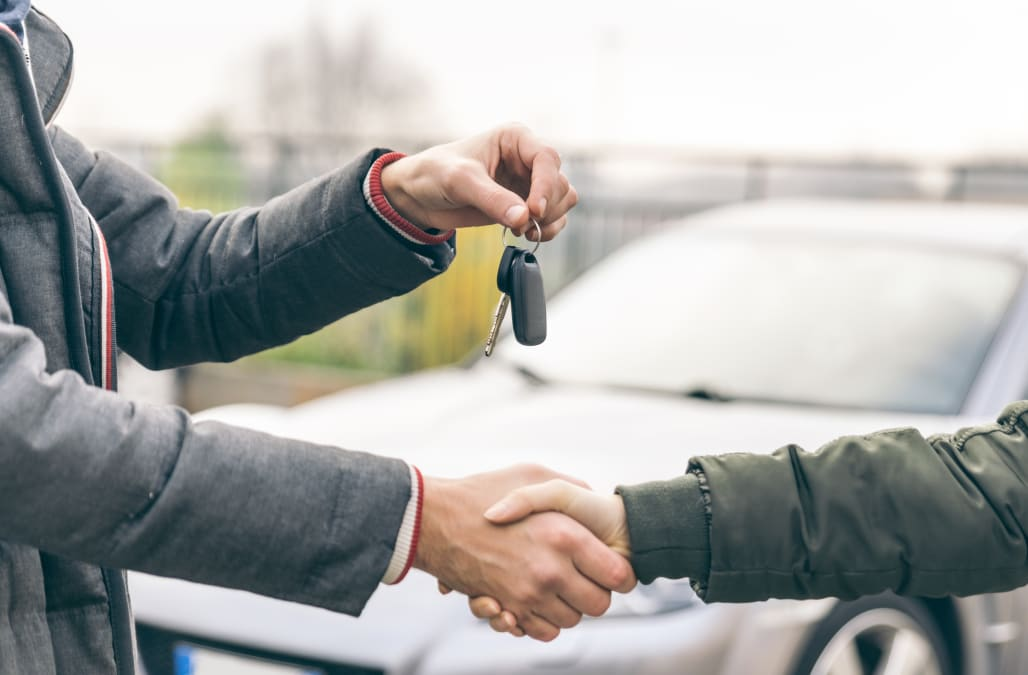Customer at car dealership slammed for 'shameful' behavior toward employee: 'You need a shrink'
